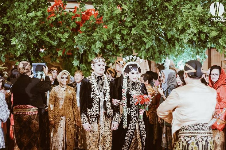 29 likes 2 comments event wedding decor jakarta sentrabunga 29 likes 2 comments event wedding decor jakarta sentrabunga on instagram the javanese bride groom red flower and green leaves pergola junglespirit Image collections