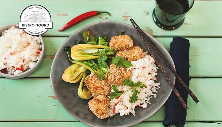 Dit recept voor kip in een kokosjasje met baby paksoi en geurige pandanrijstis gemaakt door chef…