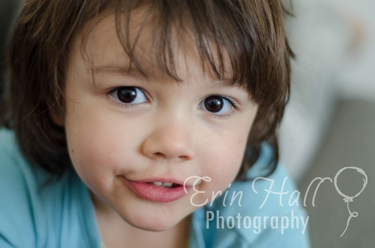 Lifestyle Photo, Preschool girl with large brown eyes and blue shirt. Hamilton Photographer Erin Hall