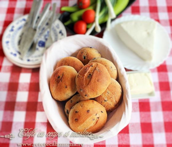 paine cu ceapa si cu masline, reteta chifle ceapa si/sau masline