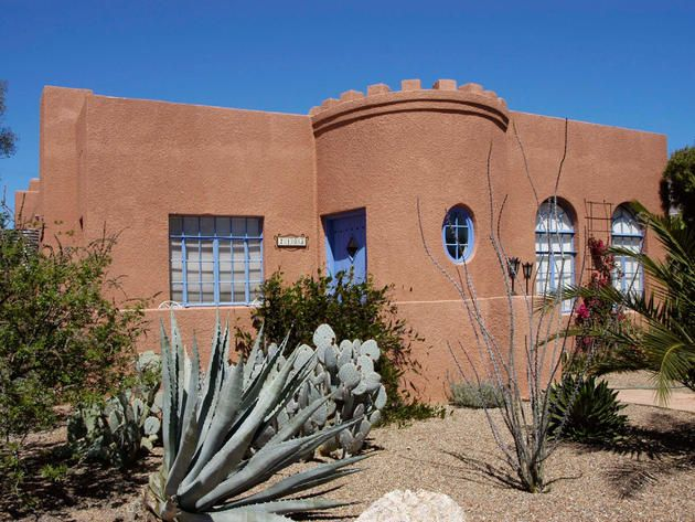Pueblo Style Home Contrasting Window Trim Native Plants And A