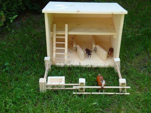 Holzscheune wo auch als Pferdestall mit innen Boxen benutzbar ist.Die innen Boxe…