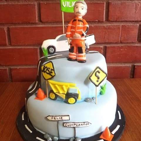 #Road #Worker #fondant #cake by Volován Productos  #instacake #Chile #puq #VolovanProductos #Cakes #Cakestagram #SweetCake