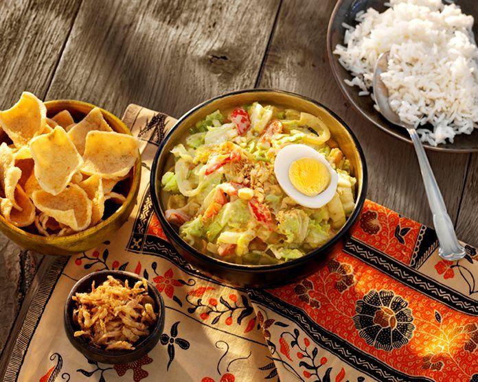 Indonesische Groente Curry met Chinese kool, ei en seroendeng recept
