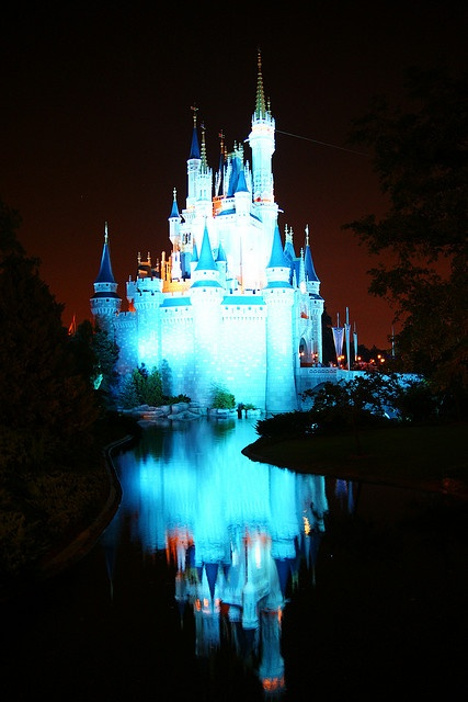 #Disney - Cinderella's Castle ... Hotel Deals in Walt Disney World: http://holipal.com/hotels/