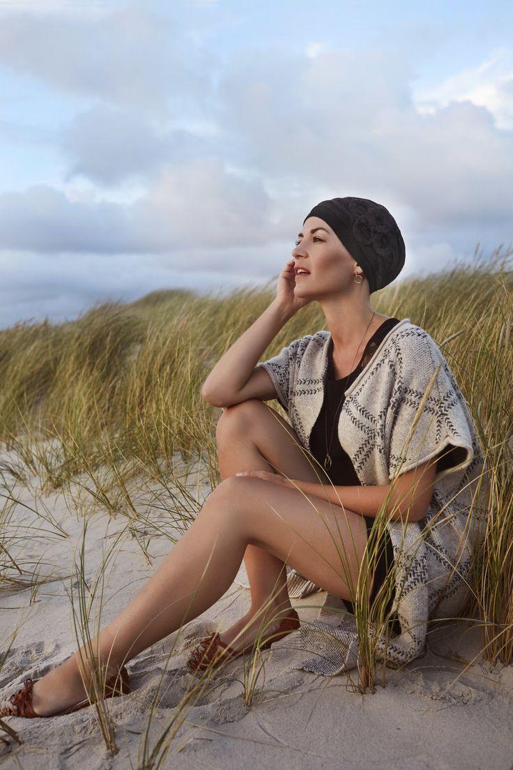 Kapper-stylist Nicolas Sioen staat voor kwaliteit.Alle producten worden in  Europa gecreëerd en gemaakt.De stoffen die gebruikt worden, zijn  vederlicht en worden vervaardigd uit nobele materies als natuurlijk linnen,  zijde,katoen en bamboe.Deze producten zijn ook thermocool ™Ze passen  zi