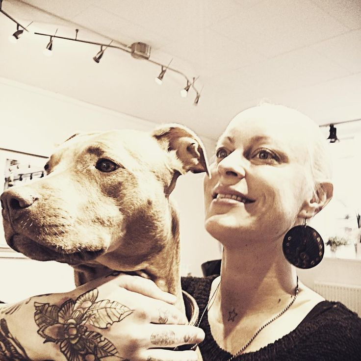 •Happy KillerSelfie• #hairdresser #killerscut #reverbbrands #salon #saturdays #instaphoto #instahappy #photographer #selfie #sweden #rednosepitbull #pitbull #dog #bestfriend #tattoo #tattoedgirl #happyasfuck