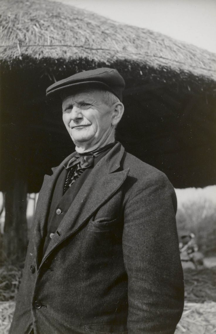 Man in streekdracht uit Hengelo (Gld.) ca 1940 #Gelderland #Achterhoek #Saksen