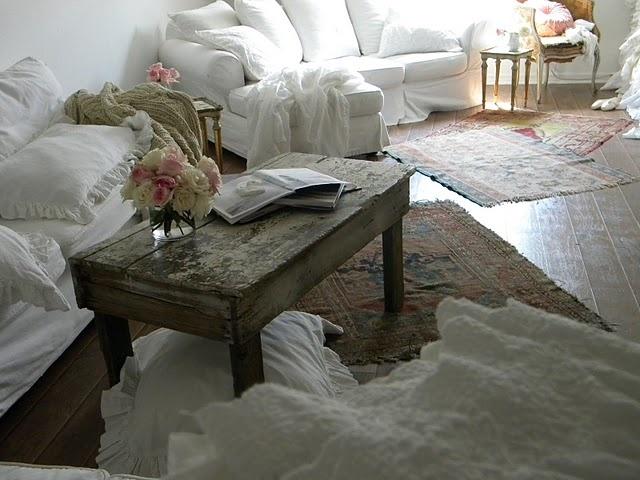 Pillows!  Cozy!Chic Decor, Coffee Tables, Cozy, Indoor Decor, Bohemian Chic, Dreamy Decor, White Couch, Apartments Decor, Shabby Chic White