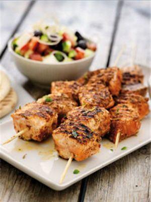 Recette minceur : saumon et salade grecque