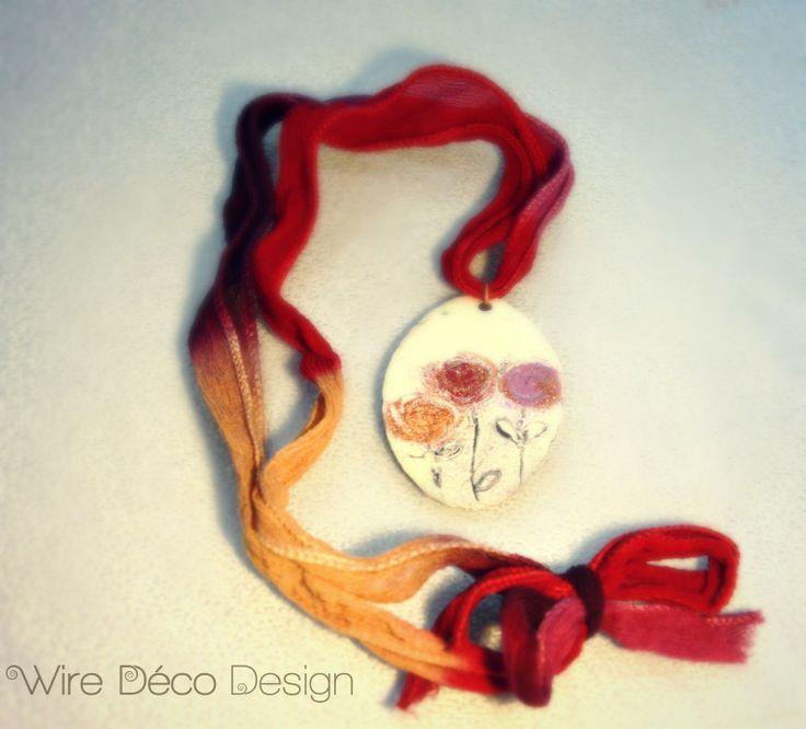 Piastrina in rame smaltata a mano e nastro di seta multicolore : Ciondoli di wiredeco