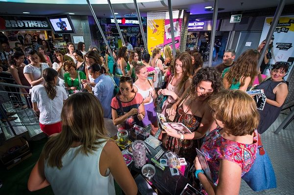 Descubre las fotos exclusivas del evento de presentación de la colección marykayatplay™ en Mercado Fuencarral de Madrid del pasado 18 de julio. Di adiós al maquillaje aburrido y ¡crea tu propio estilo jugando con los colores para una mirada personalizada!