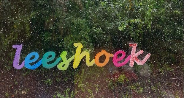 www.kinderboekenjuf.nl - Lees hier meer over het inrichten van een leeshoek, zie foto's van ingerichte leeshoeken en lees tips om zelf een leeshoek in te richten.