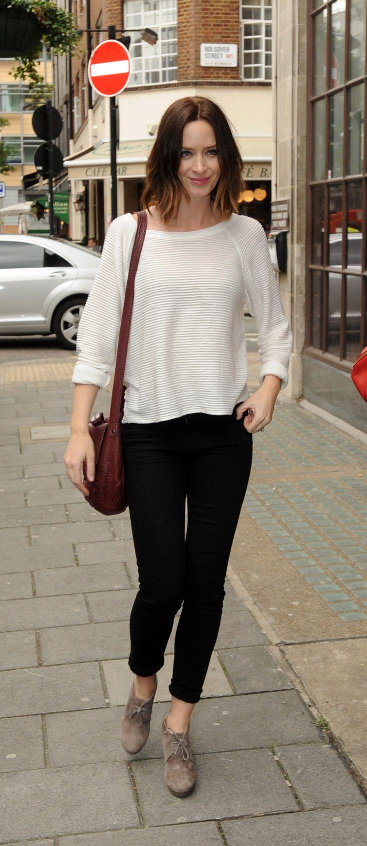 Emily Blunt in Joes Skinny Jeans in Jet Black