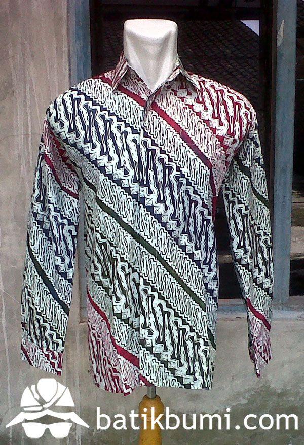 Kemeja Batik Pria lengan panjang berbahan katun prima. Batik ini bermotif parang dibuat oleh pengrajin batik cap dengan memberi gradasi warna merah hitam sehigga membuat batik lebih berkesan modern dan bisa dipakai oleh segala kalangan dan usia.