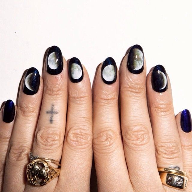 Alicia Torello #nailart #moonphases