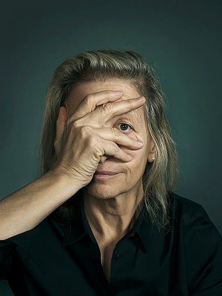 Annie Leibovitz: my photographer role model. She looks through her camera with her left eye. Photo by John Keatley.