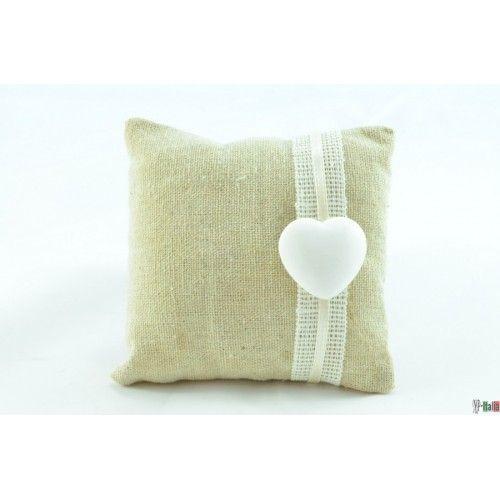http://www.nastriportaconfetti.it/shop/1066-2099-thickbox/cuscino-country-cuore-1-pz.jpg Cuscino con gessetto e pizzo portaconfetti