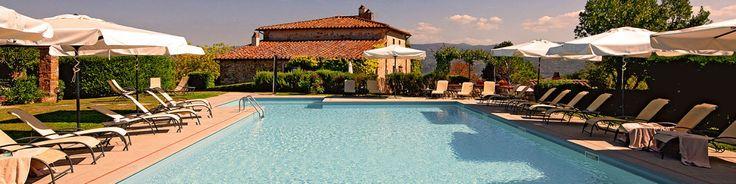 ITALIE - Chianti Rufino - Zelden zijn we op zo'n verzorgde agriturismo geweest: hier in de Toscaanse heuvels wordt nog van alles verbouwd. Fruit, groente, olie, wijn: je koopt het in de winkel die dagelijks open is. In het hoofdgebouw vind je ruime kamers & (familie) suites, het restaurant.  http://www.mrsnomad.nl/accommodaties/122-agriturismo-chianti-italie/