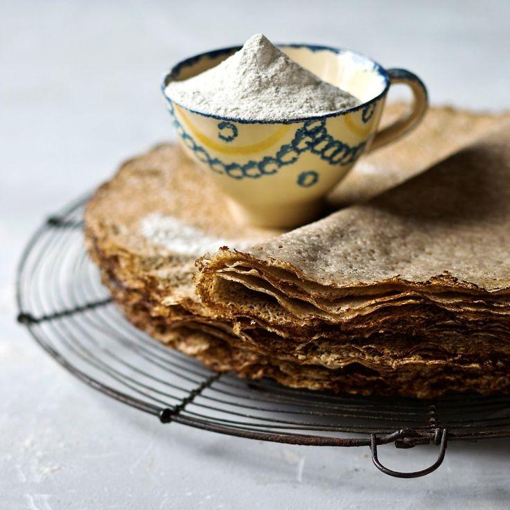 Galettes de sarrasin traditionnelles (ou blé noir) - Découvrez notre recette de galette de blé noir très simple à réaliser. En quelques minutes, votre spécialité bretonne est prête à être dégustée.
