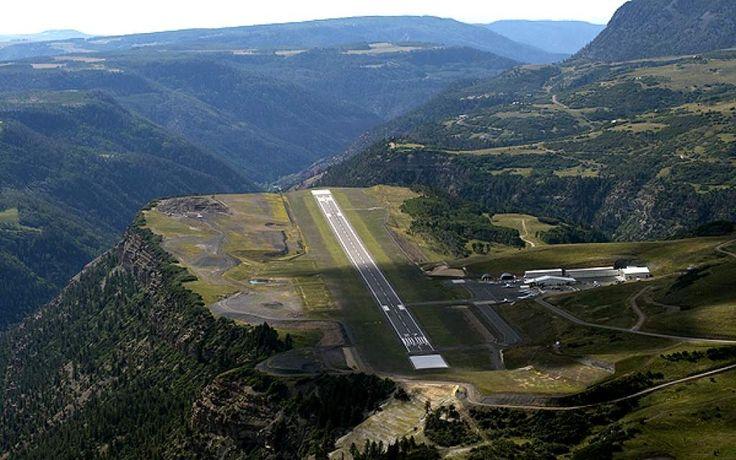 El #aeropuerto de #Telluride, #Estados Unidos. Está construido sobre una plataforma en las #Montañas Rocosas de #Colorado ...