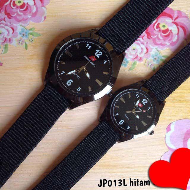 Jam tangan swiss army canvas couple Kode barang : JP013L hitam|| Harga 130ribu Diameter : 4.2cm dan 3cm || Tali : kanvas || Water resistant: tidak