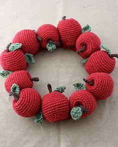 Apple Wreath: free crochet pattern