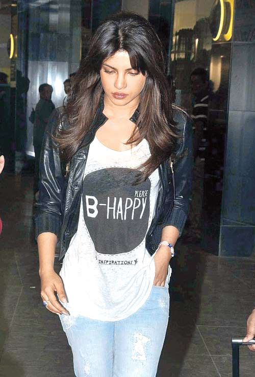 10 Travel Styles Of Bollywood Actresses -PRIYANKA CHOPRA
