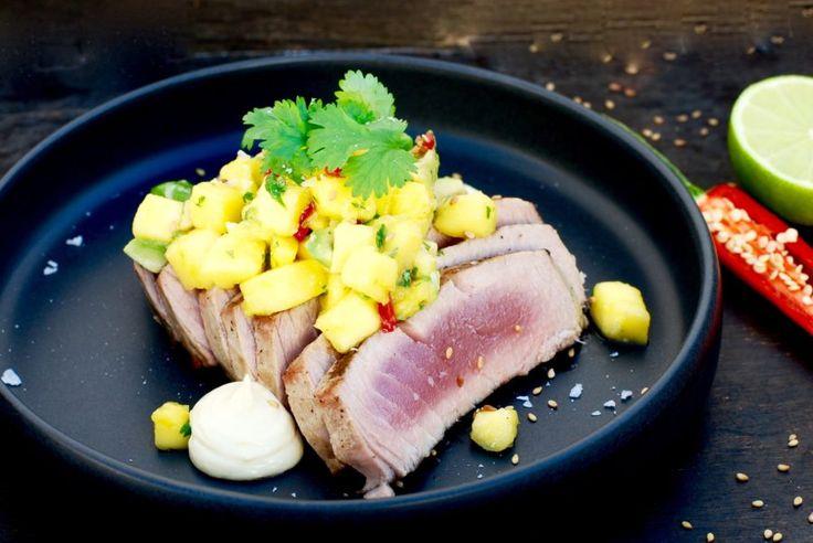 Färsk tonfisk är SÅ gott! Framför allt tycker jag att det är gott i asiatisk tappning, såsom jag gjort i detta recept. Här halstrar jag färsk tonfisk på grillen och serverar till en mango-...