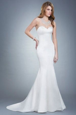 We are in LOVE with this curve-hugging wedding gown by Olia Zavozina!