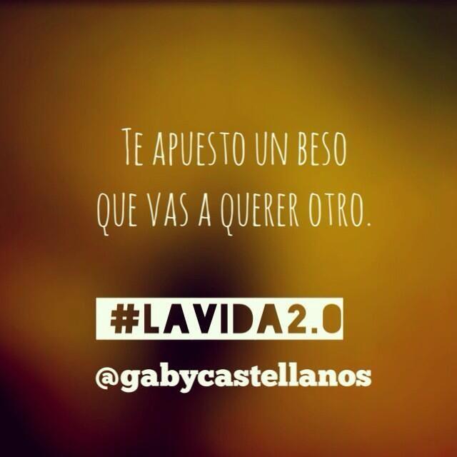 """Que bueno vale, #lavida2.0 conquista """"@gabycastellanos: dice: Te apuesto un beso que vas a querer otro. #LaVida2.0  pic.twitter.com/FDv6VQgi2b"""""""