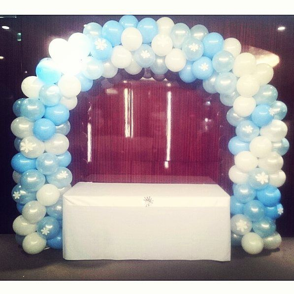 Frozen themed clustered arch with snowflakes #frozen #frozenparty #balloons #balloonarch #snowflakes #aballoon