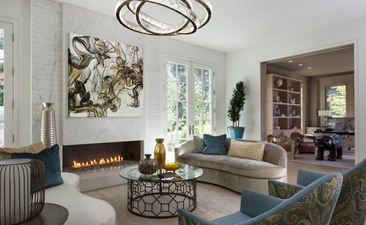 Eklektikus nappali modern lámpával és festménnyel