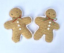 Diese häkeln Lebkuchenmänner machen die perfekten Dekoration für Ihr Zuhause dieses Weihnachten. Sie könnte zwischen den Zweigen der Ihren Weihnachtsbaum, Stand auf einem Mantel oder als Bestandteil Ihrer Tafelaufsatz verwendet.  Jede Lebkuchenmann ist 8 Zoll hoch und 6,5 Zoll breit. Sie sind mit einem weichen Acryl Garn gemacht und haben 3 weißen Knöpfen und einem roten und grünen Bogen.  Dieses Angebot gilt für einen einzigen Lebkuchenmann.  Empfohlene Pflege: vor Ort waschen.