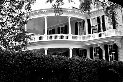 oh this ... just an old southern plantation home . no big deal ;) omgosh stunning !!!