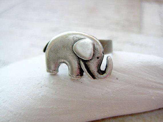 eeek so adorable!: Antiques Silver, Antiques Elephants, Baby Elephants, Rings Antiques, Vintage Elephant, Silver Style, Rings Etsy, Elephants Rings, Cute Elephants