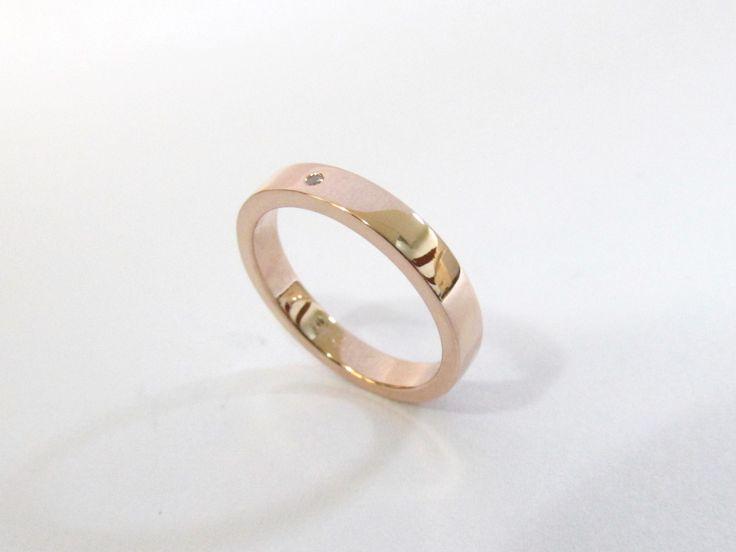 Delicada argolla para matrimonio en oro rosa de 18k fabricada a mano R739 #argollasdematrimonio #hechoamano #joyeria #hermosasjoyas #Colombia #matrimonio #diamante #duranjoyerosbogota #compracolombiano