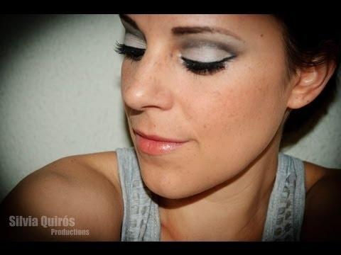 Truco de belleza sobre como crear un look años 60 usando tonos grises.  http://www.maquillate-facil.com/rostro/trucos-belleza/maquillaje-estilo-anos-60
