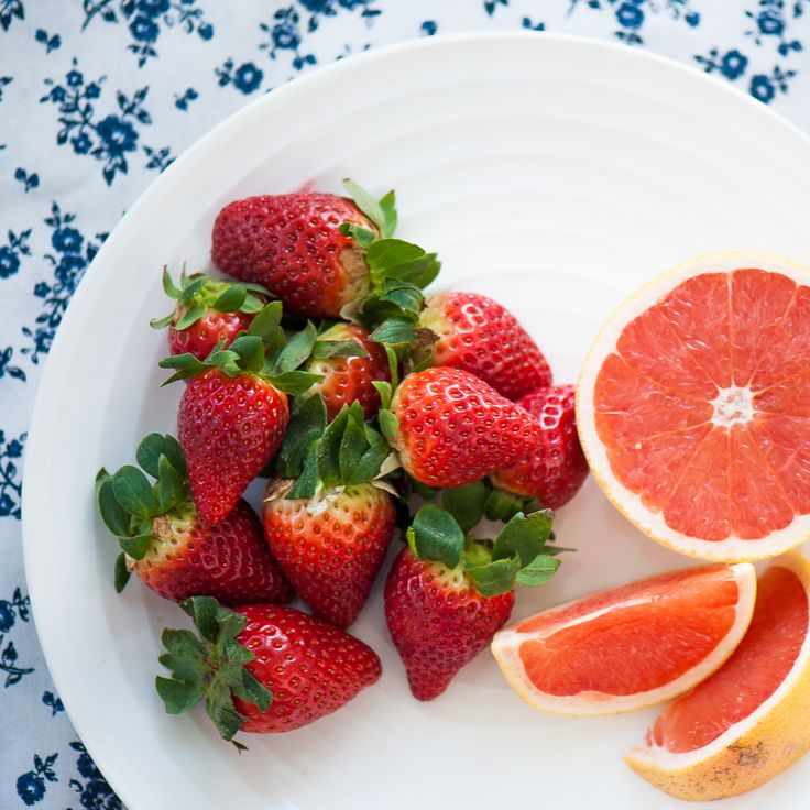 Strawberry and Grapefruit Juice 3 grapefruits + 250g strawberries + 350ml guava juice