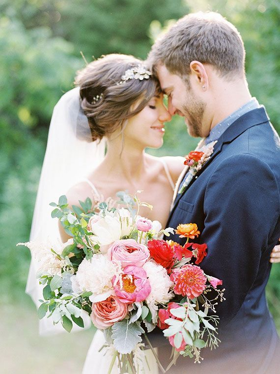 Late Summer mid-west wedding   Photos by Sawyer Baird   Read more - http://www.100layercake.com/blog/?p=79569