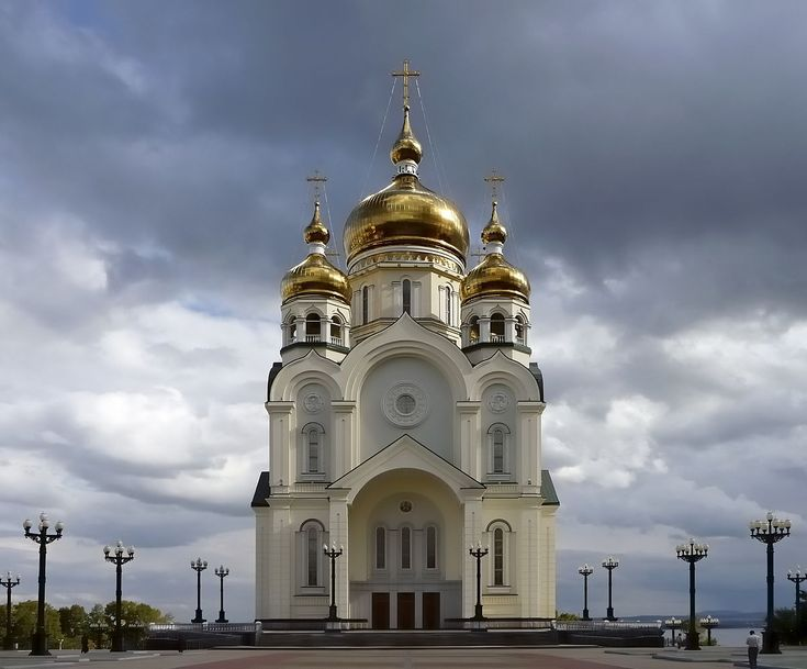 Cathédrale de la Transfiguration de Khabarovsk — Built in 2001-2003 above Amur River