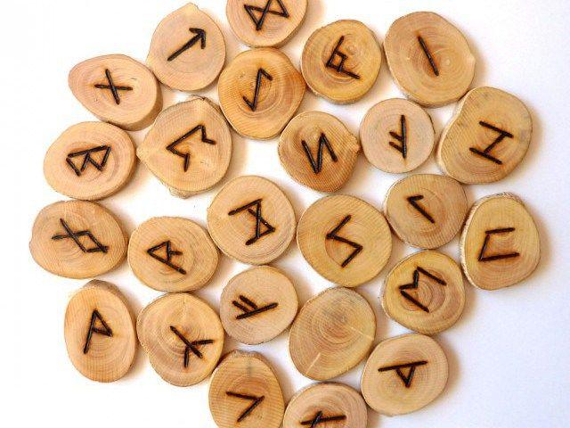Rune: simboli di potere che attraversano il tempo