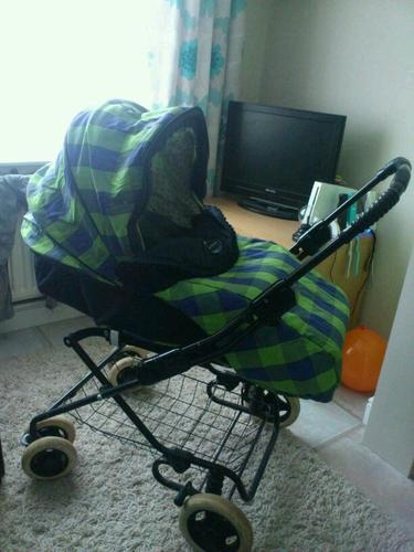 Maclaren Large Pram / Pushchair from birth + cosytoes + Apron + Changing bag | …