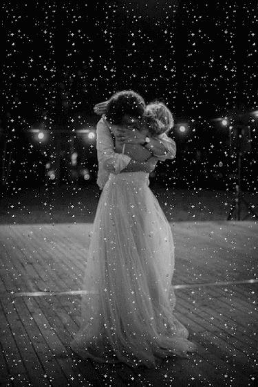"""L'Abbraccio è più di qualsiasi contatto..Senti i Cuori che si toccano...""""Sally"""""""