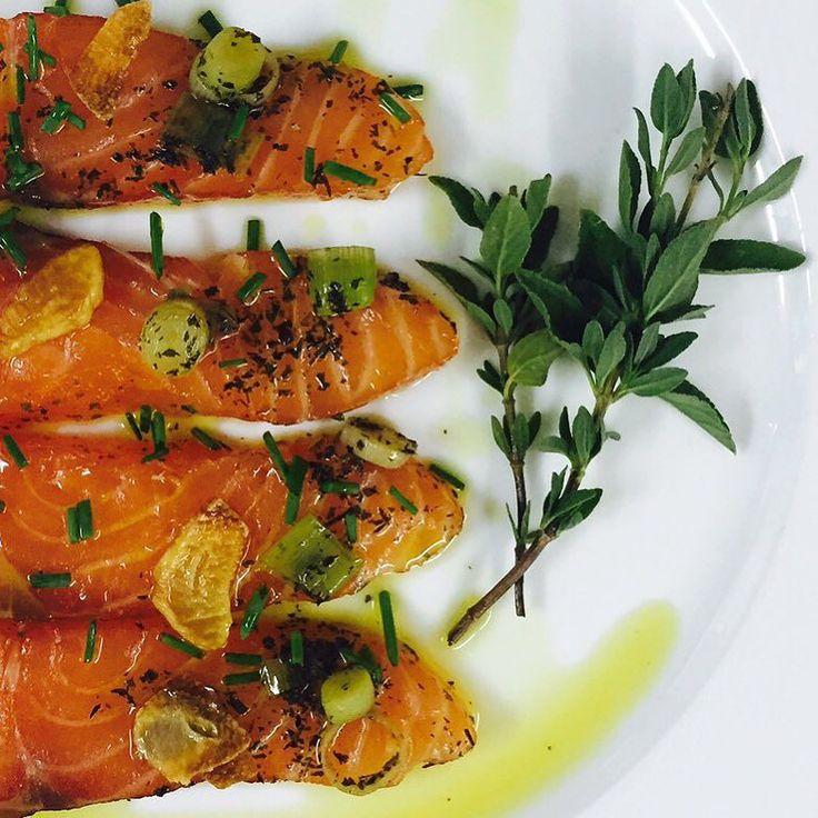 Una cena muy sana para una noche calurosa de verano. Perfecto si lo maridamos con un #EMINA #Chardonnay  Hoy salmón macerado con #VINESENTI  #food #foodporn #yum #instafood #yummy #amazing #instagood #photooftheday #dinner #salmon #fresh #tasty #foodie #delish #delicious #eating #foodpic #foodpics #eat #hungry #foods by grupo_matarromera