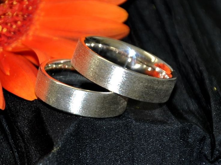 Partnerringe aus Silber.