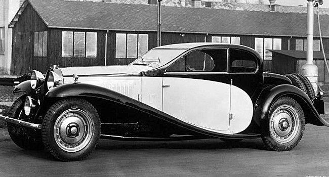 La Bugatti Type 50 Coupe, photo d'époque, cette automobile ancienne fut produite en 1932, elle possédait un moteur huit cylindres turbo de 5 l développant 225 ch.