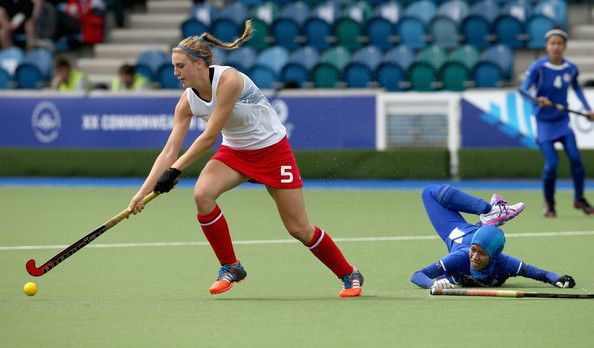 Lily Owsley Photos Photos - Lily Owsley of England on the ball as England play Malaysia at the Glasgow International Hockey Centre during the Commonwealth games on July 27, 2014 in Glasgow, Scotland. - 20th Commonwealth Games: Hockey