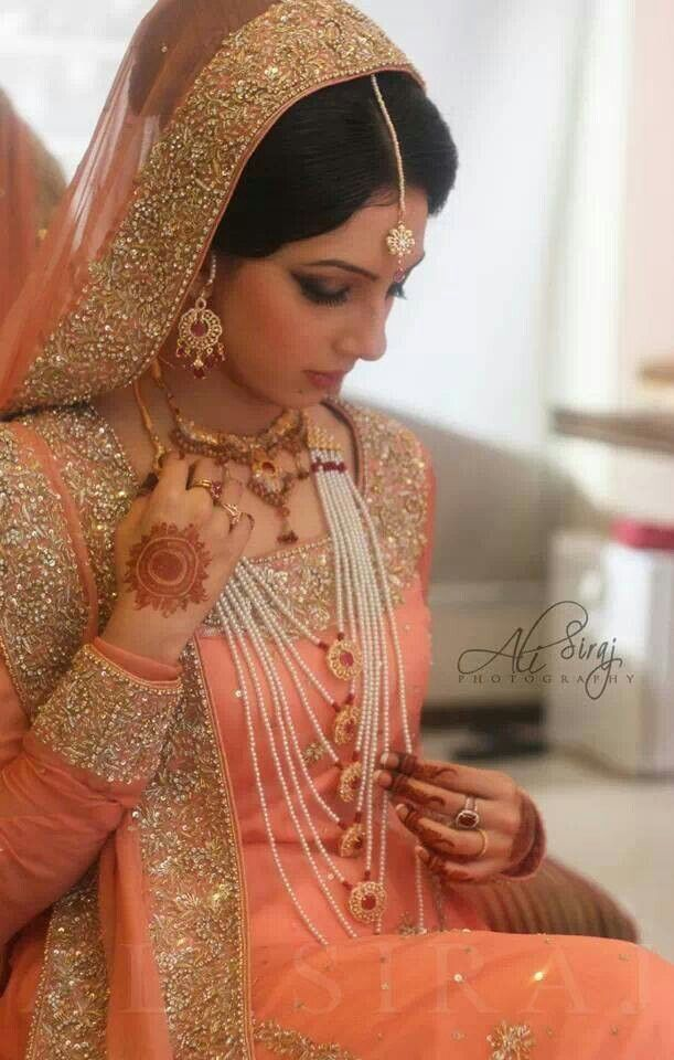Love d awesome zardosi work..I want to wear dis outfit for my engagement..dream..:)