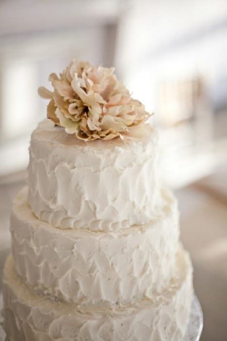 simple wedding cake (Change topper with single flower)